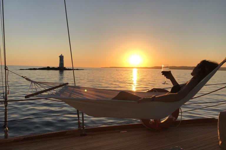 gita in barca a vela al tromonto