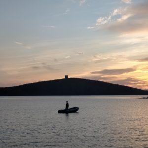 rada notturna in barca a vela in Sardegna
