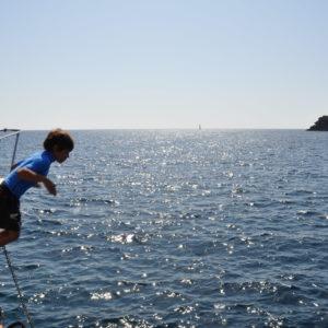 tuffi e divertimento in barca a vela