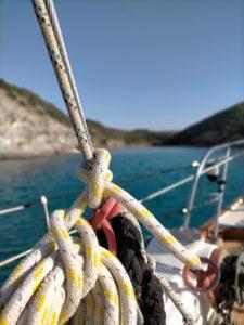ordine e disciplina a bordo di una barca a vela
